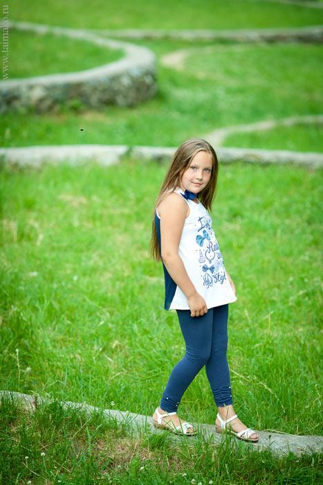 Детская фотосессия в зелени