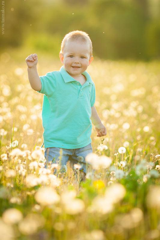 Фото малыша на природе