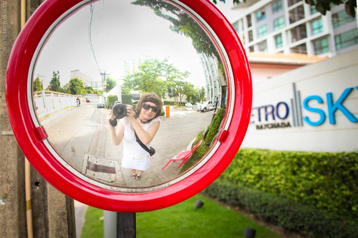 Зеркала, помогающие увидеть за поворотом движущийся транспорт.